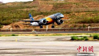 """巴西航空""""大鲨鱼""""客机成功飞抵青海海拔最高机场"""