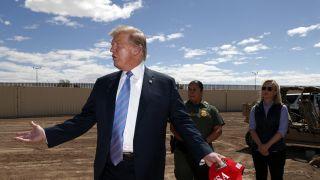 """""""把板条漆成黑色!"""" 川普对边境墙的奇妙想法有很多"""
