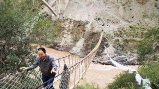 西藏藏东第一大拱桥顺利合龙 当地民众将告别溜索过江历史