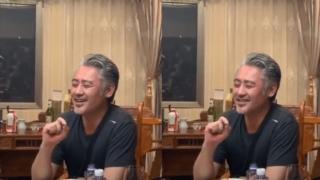 吴秀波近照曝光:酒桌上高歌 侃侃而谈