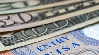"""川普刚公布""""择优录取""""移民计划 国安部大幅上调国际学生签证费用"""