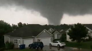 龙卷风猛烈袭击密苏里 至少3人死首府遭严重破坏