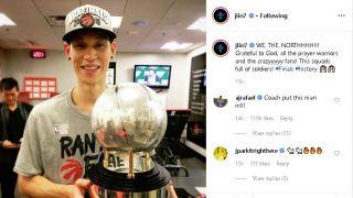 猛龙胜雄鹿闯入NBA总决赛,林书豪晒杯照片