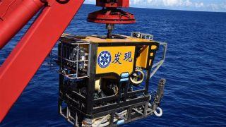 """中国""""科学""""号科考船开始探秘马里亚纳海沟南侧海山"""