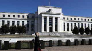 联储会维持6月利率不变 但近半委员预期年内降息0.5百分点
