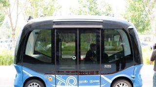 雄安无人驾驶微循环电动巴士搭载乘客出行