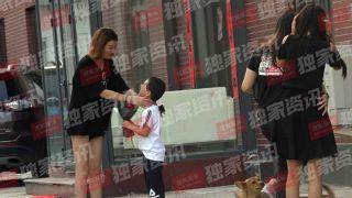 王宝强被曝带女友回老家奔丧 女方是模特曾共度七夕