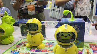 中国申请人工智能专利最多 工业机器人消费连续六年全球第一
