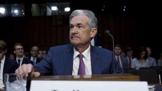 鲍威尔暗示联储会有降息空间 美股继续攀升 道指首破27000点