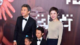 邓超孙俪携一双儿女走红毯 一家人首次同框