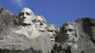 女子赤脚攀爬总统山被捕 距登顶仅剩四分之一