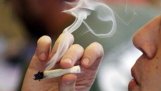 纽约州长签署法案 将买烟年龄提高至21岁