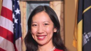 堕胎权争议发酵之际Planned Parenthood华裔主席被炒