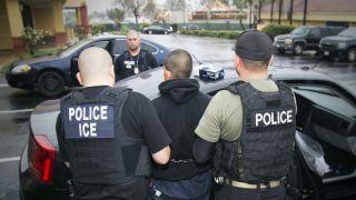 ICE全美扫荡一周后,逮捕了35名无证移民...
