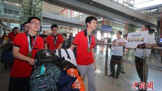 中国6名奥数冠军少年载誉归来