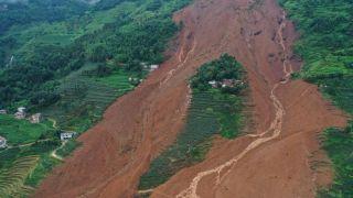 贵州六盘水山体滑坡已致11人死亡 至少34人仍失联