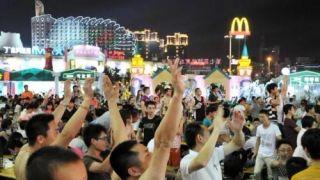 """中国城市""""夜间经济""""大比拼 谁最爱吃喝玩乐?"""