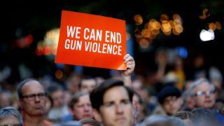 川普将访两枪案城市 民调称控枪立法获跨党派支持