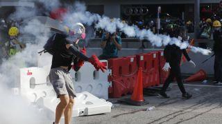 """传香港""""反修例""""示威将持续数周 浸大学生会会长被捕引冲突"""