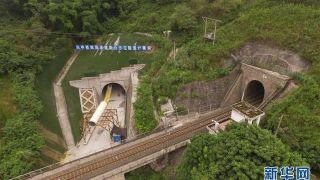 重庆渝怀二线涪秀段新白沙沱隧道顺利贯通