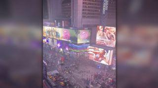 纽约时报广场摩托车回火引发短暂慌乱 民众误以为是枪声