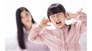 【育儿达人分享】孩子闹脾气时 大人首先要做的是这个
