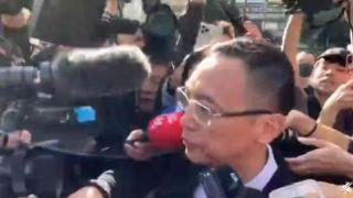 高以翔追思会举行 浙江卫视代表被媒体围堵追问