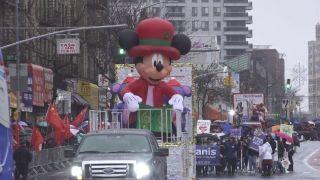 纽约公布疫情防御 华人戴口罩看新春花车游行