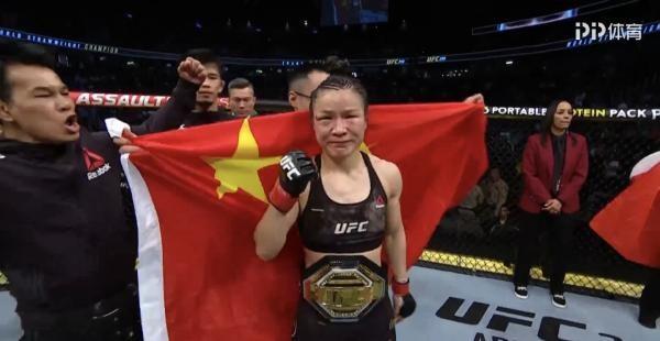 再创历史!张伟丽击败乔安娜 卫冕UFC冠军_图1-1