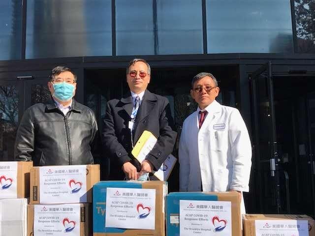 雪中送炭,美国华人医师会向纽约多家医院赠送紧急医疗用品_图1-2