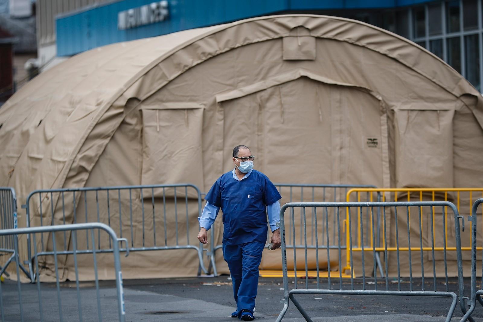 处处是帐篷……纽约市开足马力检测新冠,仍供不应求(组图)