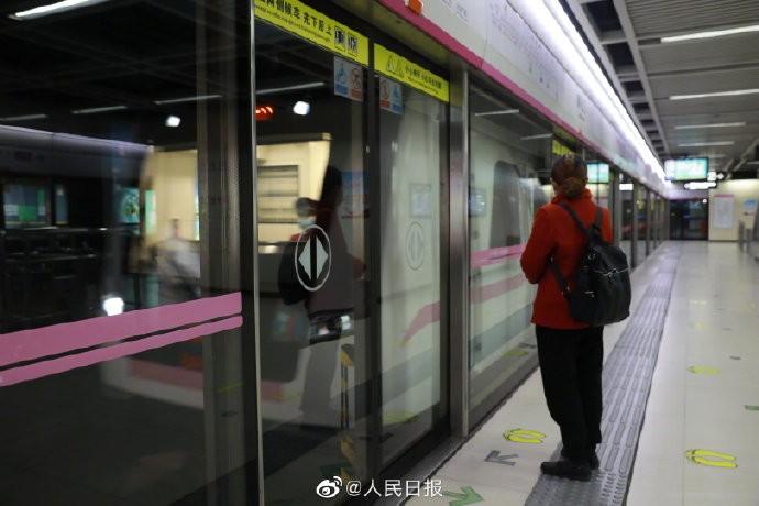 首班车来了 时隔65天 武汉地铁正式恢复运营