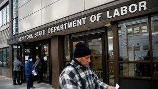 飙至660万!首次申请失业救济人数比预期糟糕