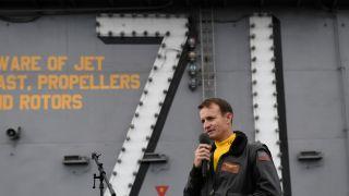 """被解职的""""吹哨人"""" 罗斯福号航空母舰前指挥官感染新冠"""