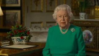 """93岁英国女王罕见发表演讲 鼓励全民""""自律""""""""坚强"""""""