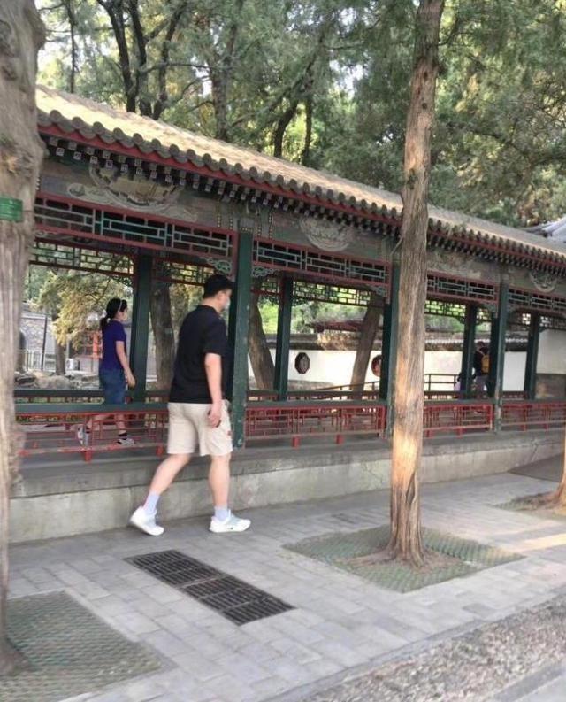 姚明携爱女游览颐和园 9岁姚沁蕾身高或已超1米7_图1-4