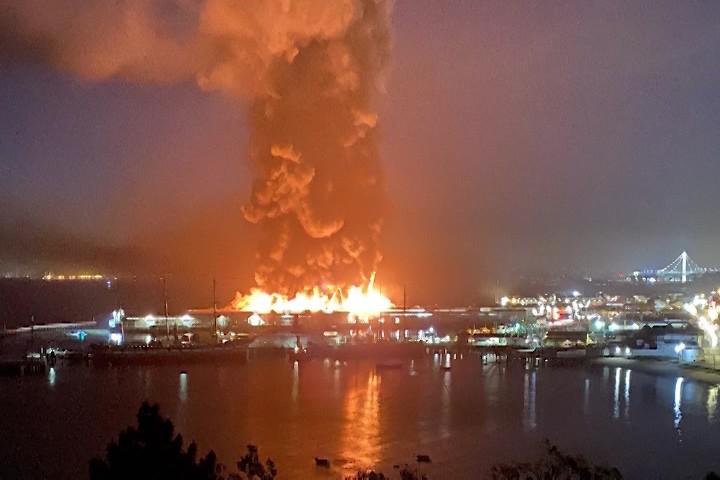 旧金山45号码头火灾 渔民损失数百万设备_图1-1