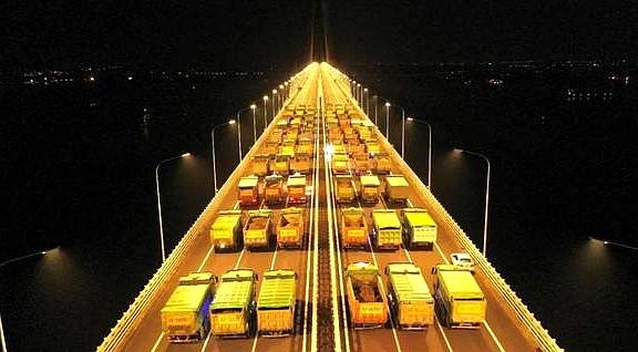 沪通长江大桥首次亮灯 1092米主跨进行荷载试验_图1-4