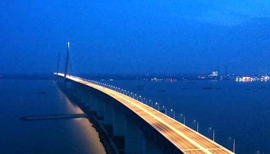 沪通长江大桥首次亮灯 1092米主跨进行荷载试验_图1-3