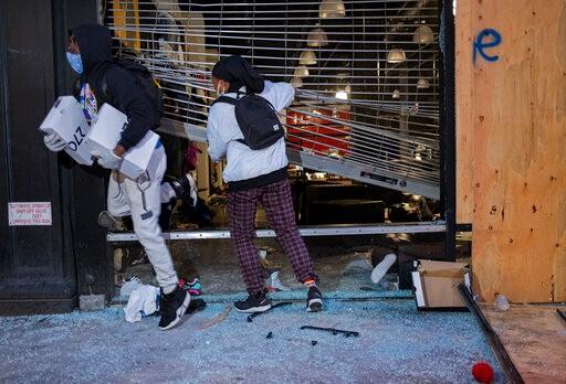 纽约宵禁没用?梅西旗舰店仍被打劫 中城名牌店遭哄抢