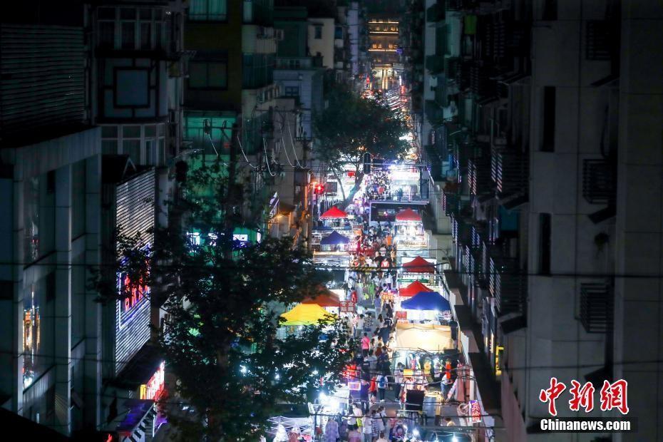 复工复市持续 武汉夜市人气渐旺