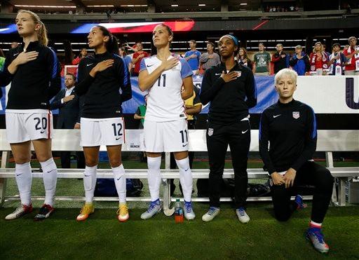 允许运动员下跪抗议 美国足协废除国歌禁跪令_图1-1