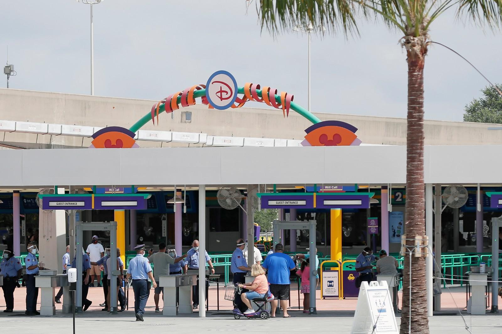 佛州疫情蔓延之际 迪士尼乐园重新开放 游客量大幅减少