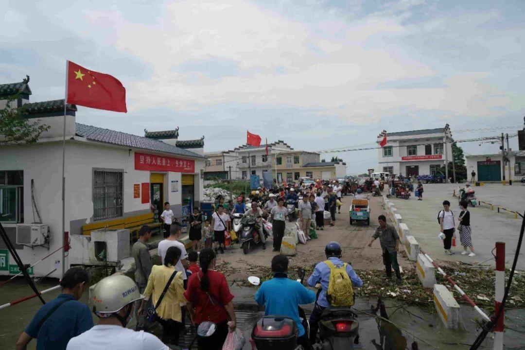 画面震撼 2000游子回乡抗洪!中国两地紧急撤离