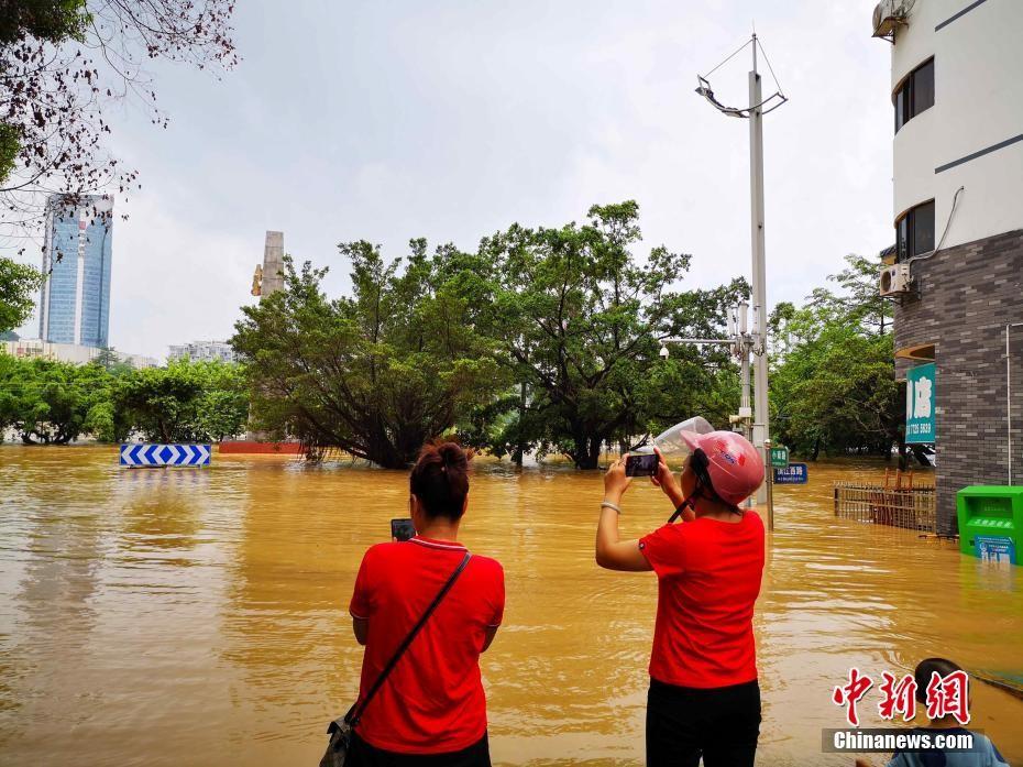 广西柳江年内4次超警戒水位 城市宛如孤岛