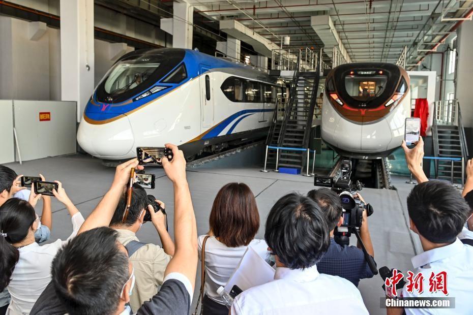 时速160公里地铁列车亮相广州