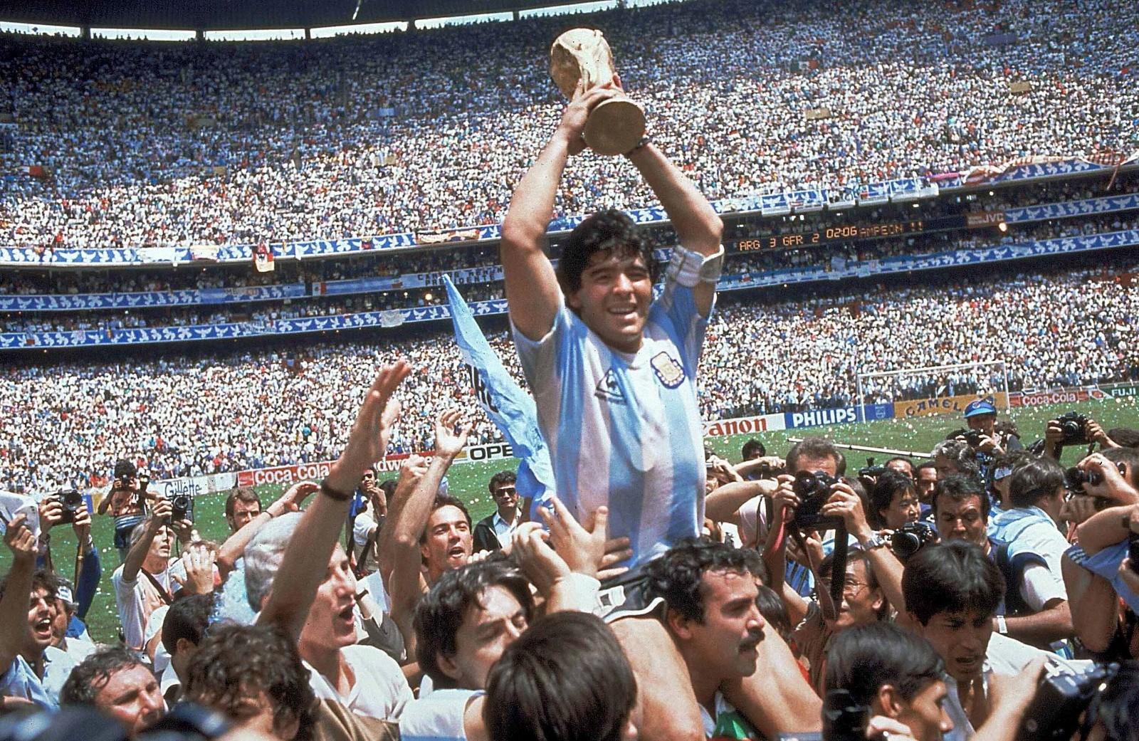 媒体称阿根廷球王马拉多纳去世_图1-3