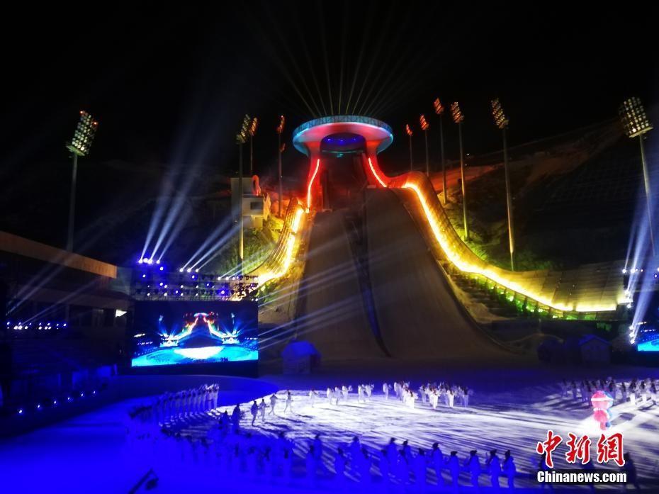 """中国国家跳台滑雪中心""""雪如意""""正式亮相"""