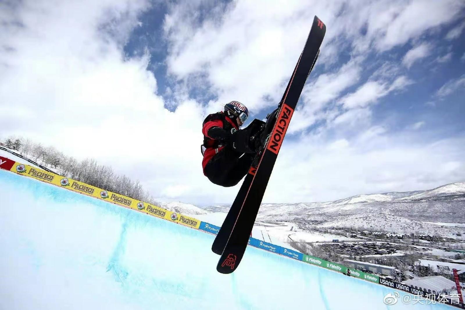 带着骨折的右手 谷爱凌预赛第一晋级滑雪世锦赛决赛_图1-1