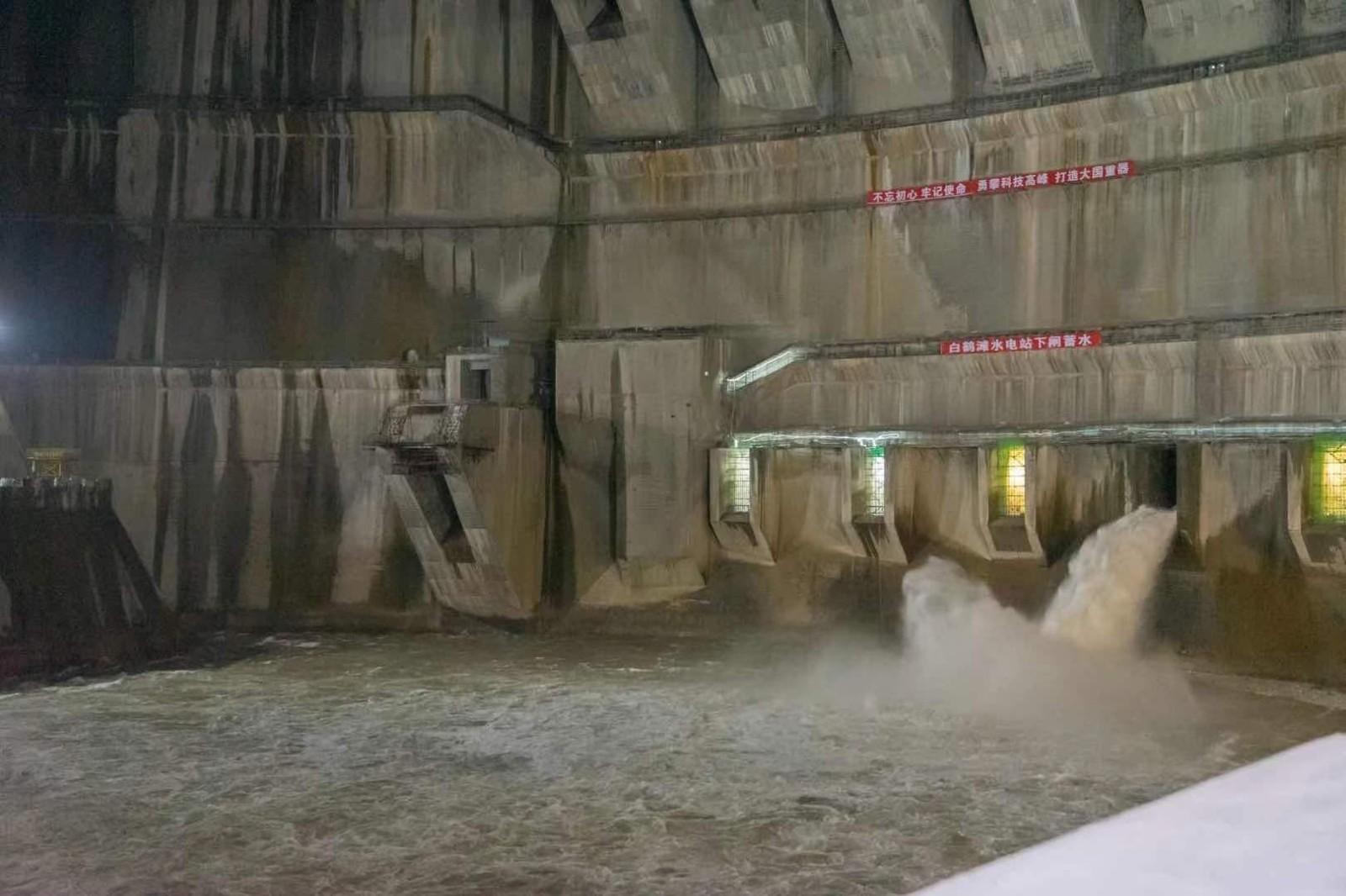 世界在建最大水电工程正式蓄水 预计7月投产发电_图1-3